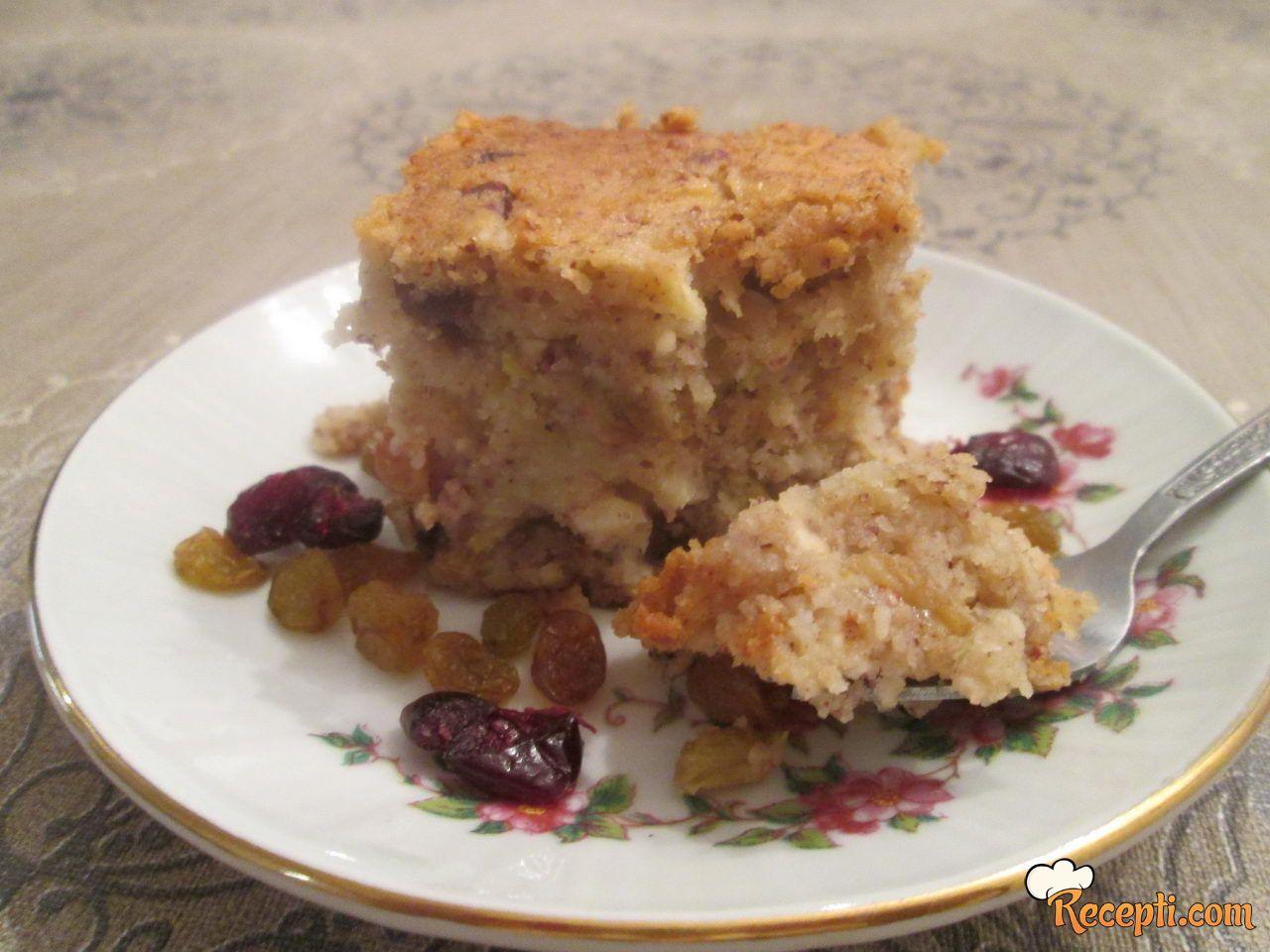 Voćni, posni, kolač sa lešnicima (na vodi)