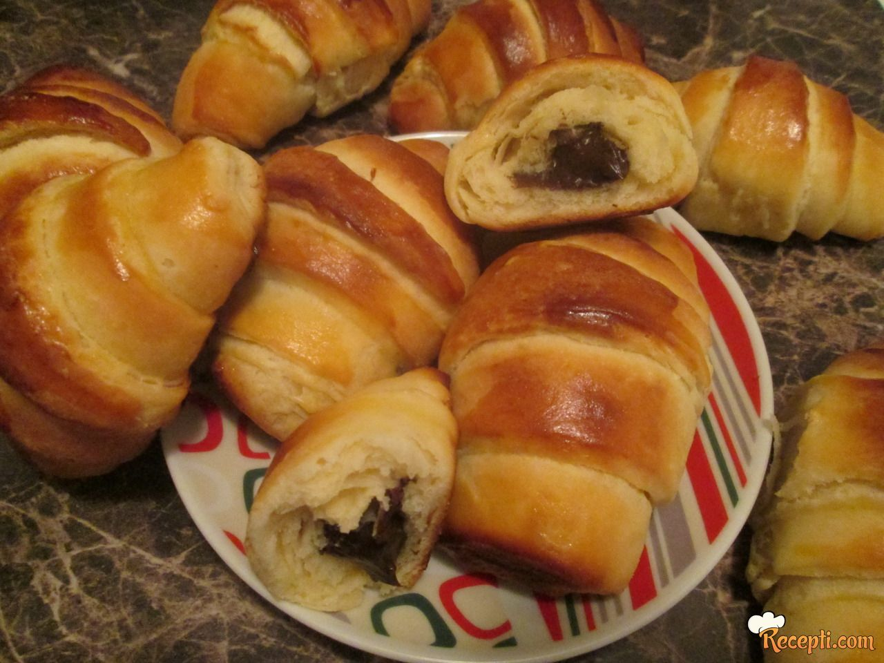 Kroasani sa čokoladom (2)
