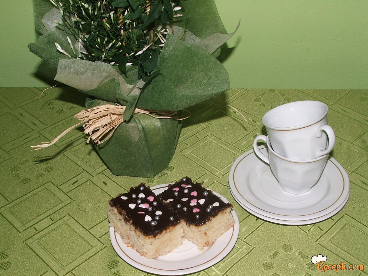 Griz kolač sa čokoladom i kokosom