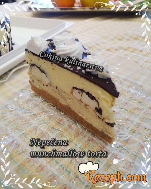 Nepečena Munchmallow torta