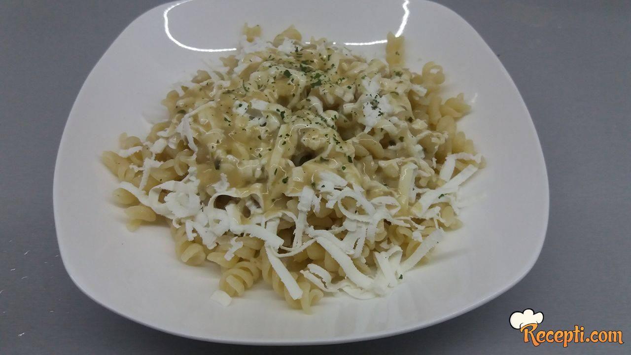 Makarone sa sosom od vrganja i sirom