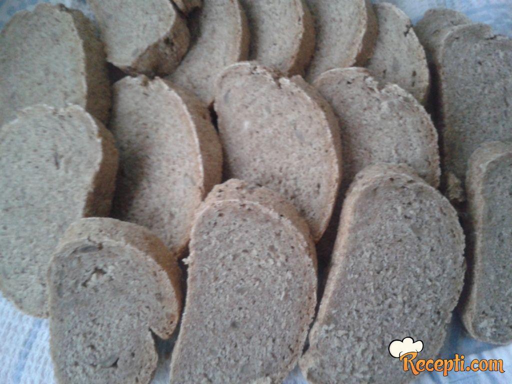 Tamni hleb sa suncokretom