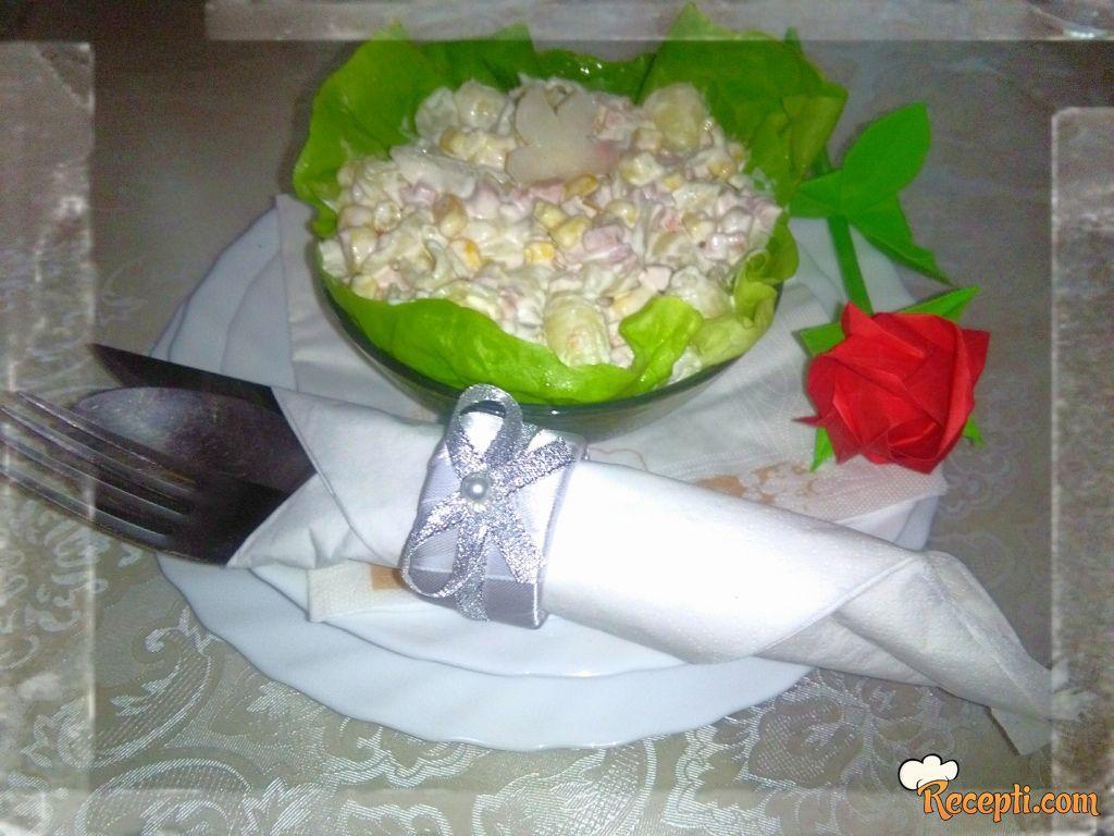 Salata sa makaronama i kukuruzom