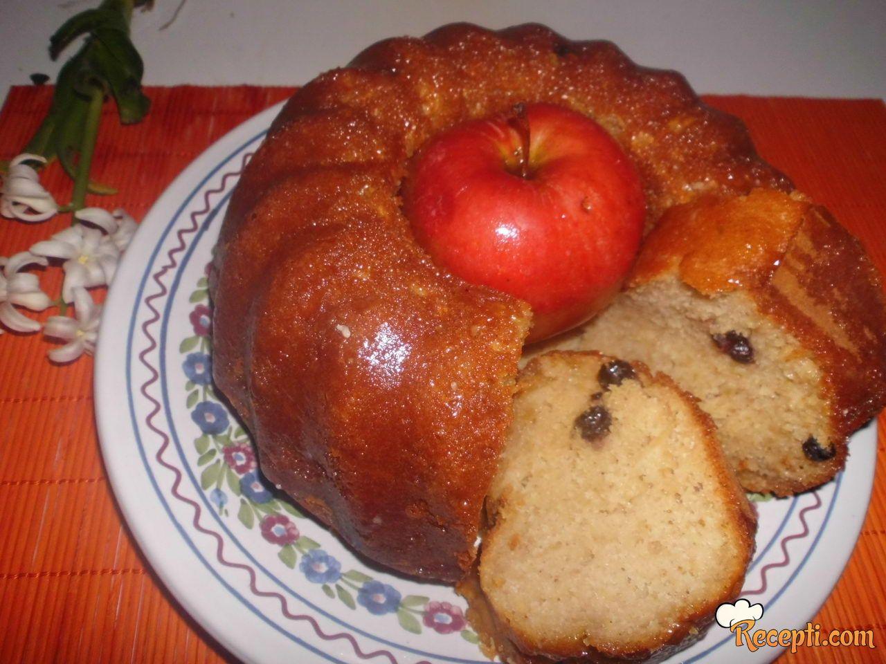 Kuglof sa jabukama i brusnicama