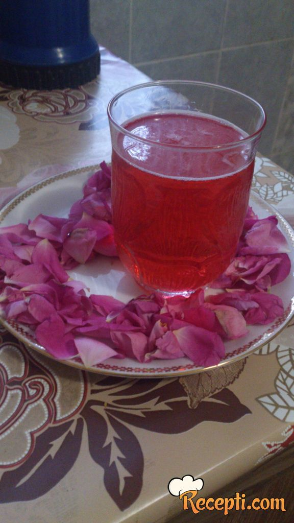 Domaći sok od ruža