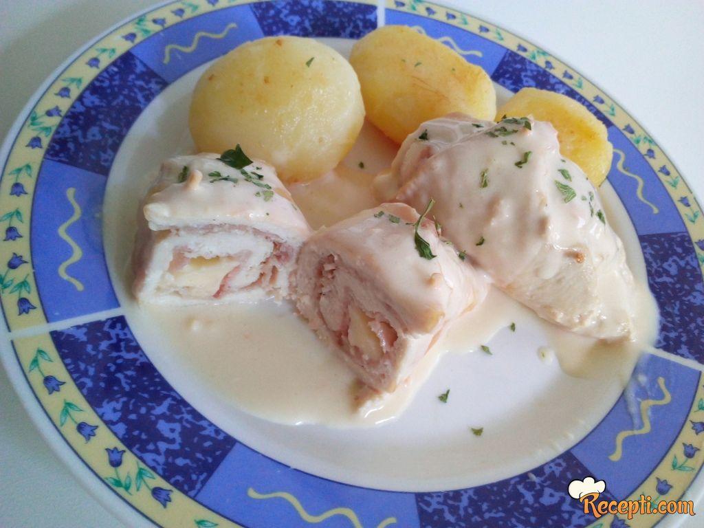 Piletina punjena pančetom i sirom u umaku od bijelog vina i pavlake