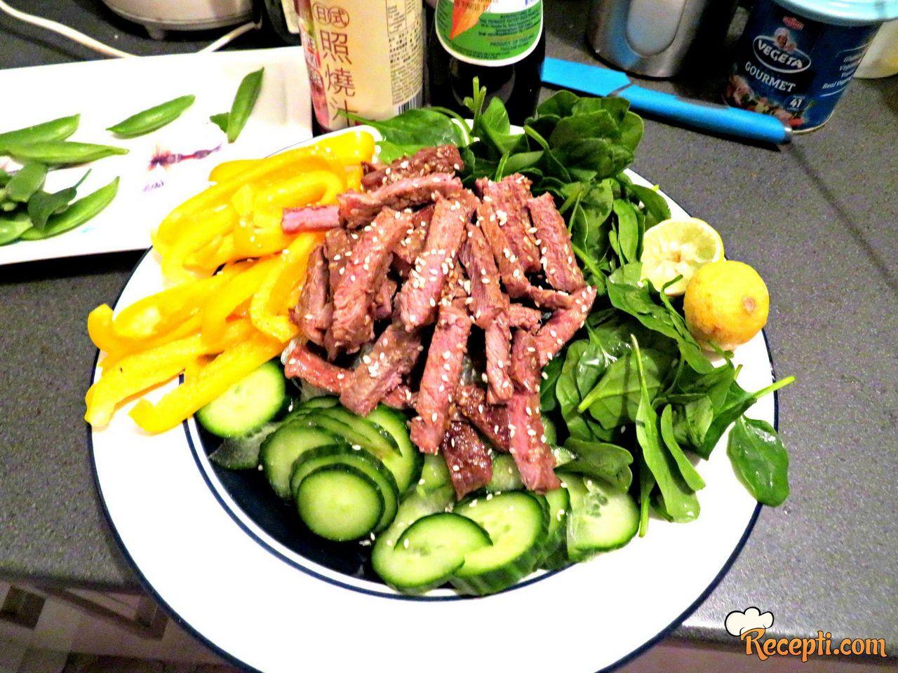 Azijska goveđa salata