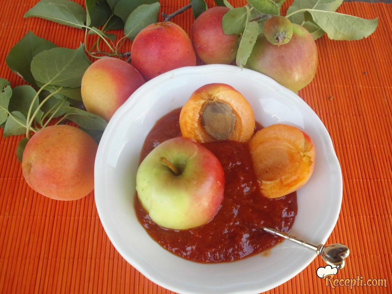 Džem od kajsija i jabuka petrovača