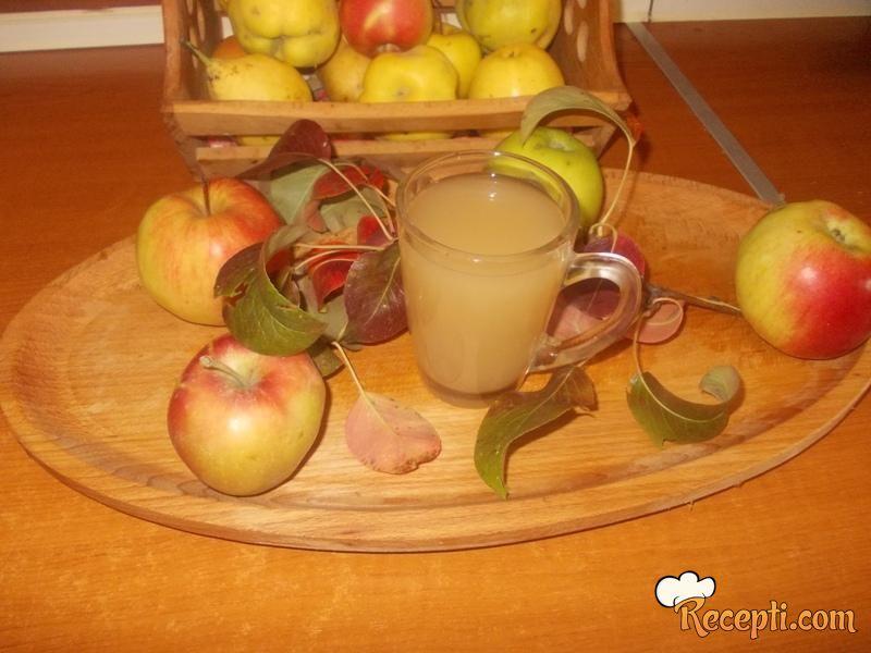 Domaće sirće od jabuka