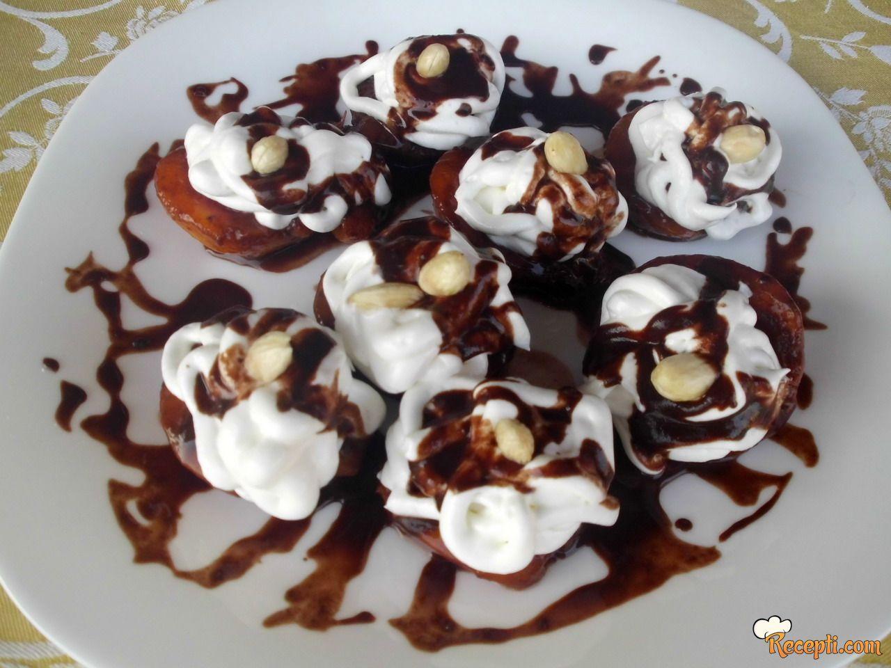 Breskve sa prelivom od čokolade