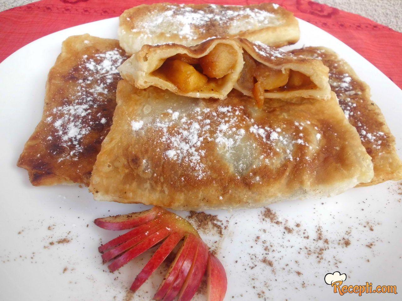 Hrskava pita od jabuka