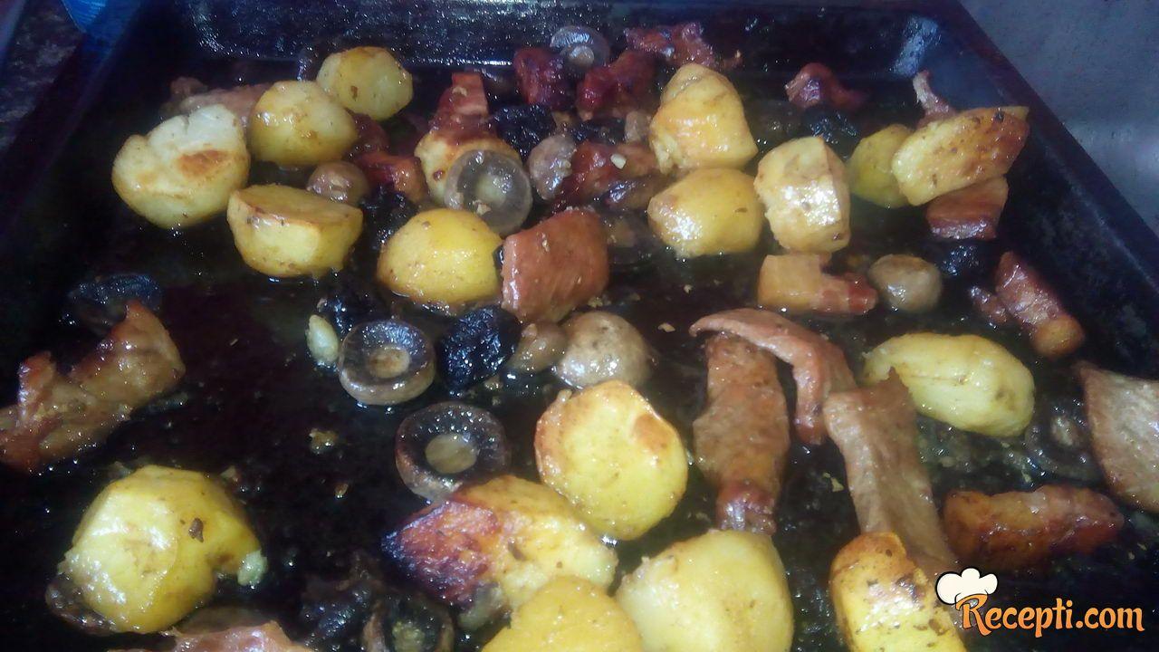 Krompir sa suvim šljivama