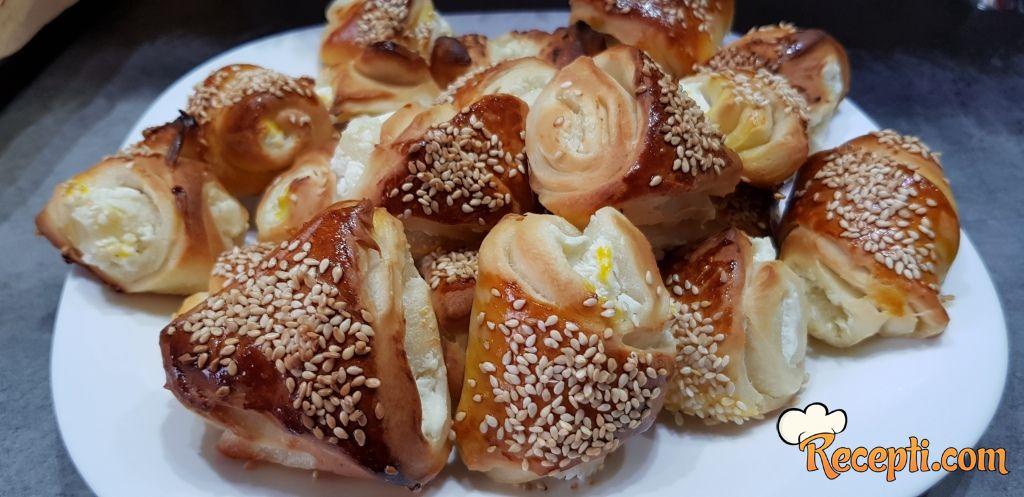 Pecivo sa sirom (3)