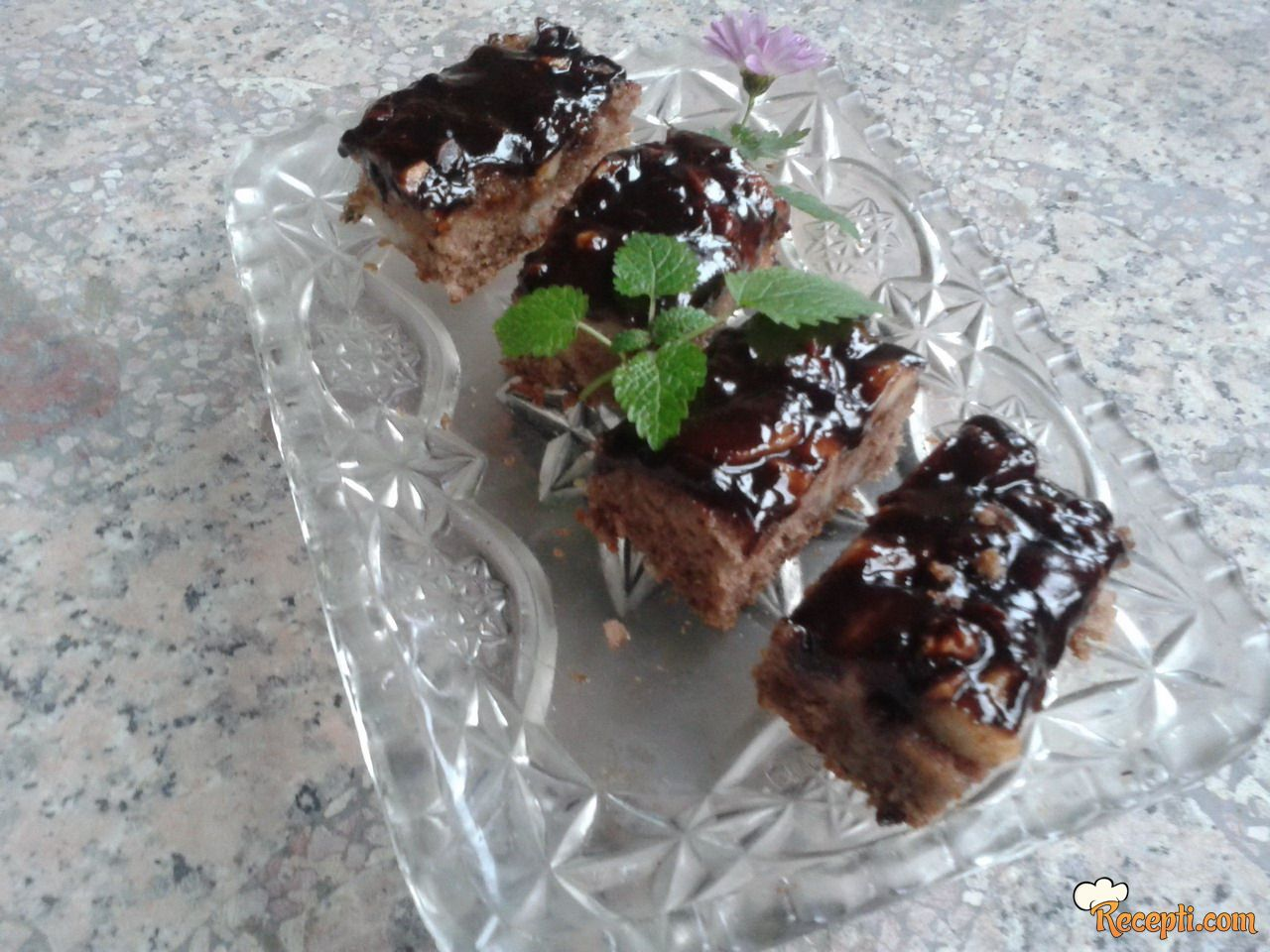 Voćni kolač sa kruškama i čokoladom