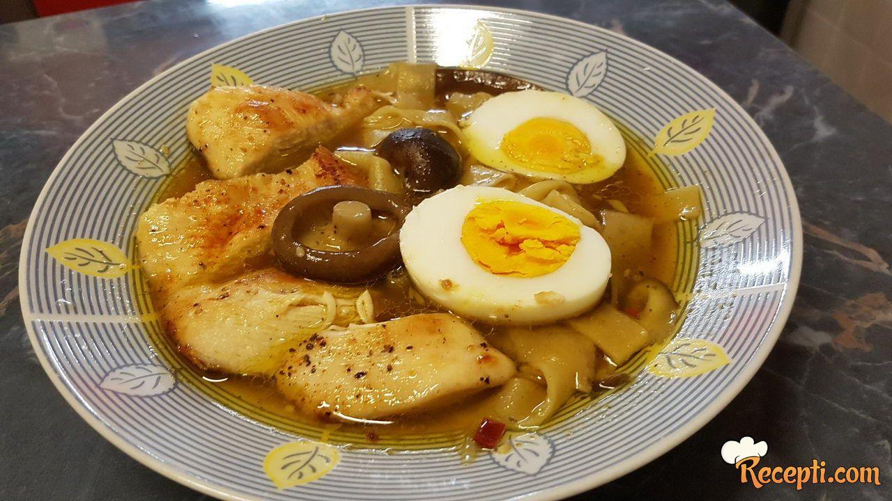 Ramen pileća supa