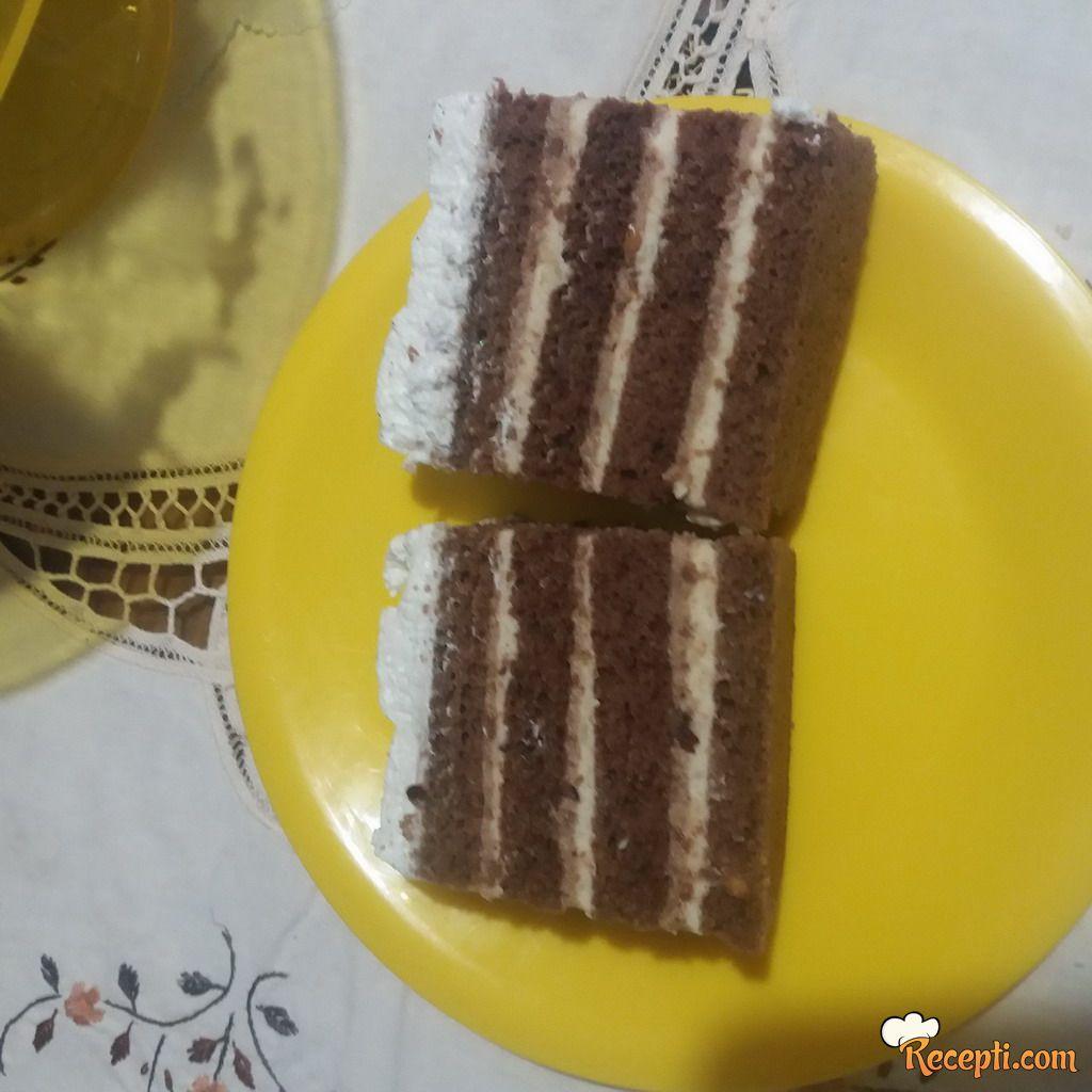 Kremasta lešnik torta