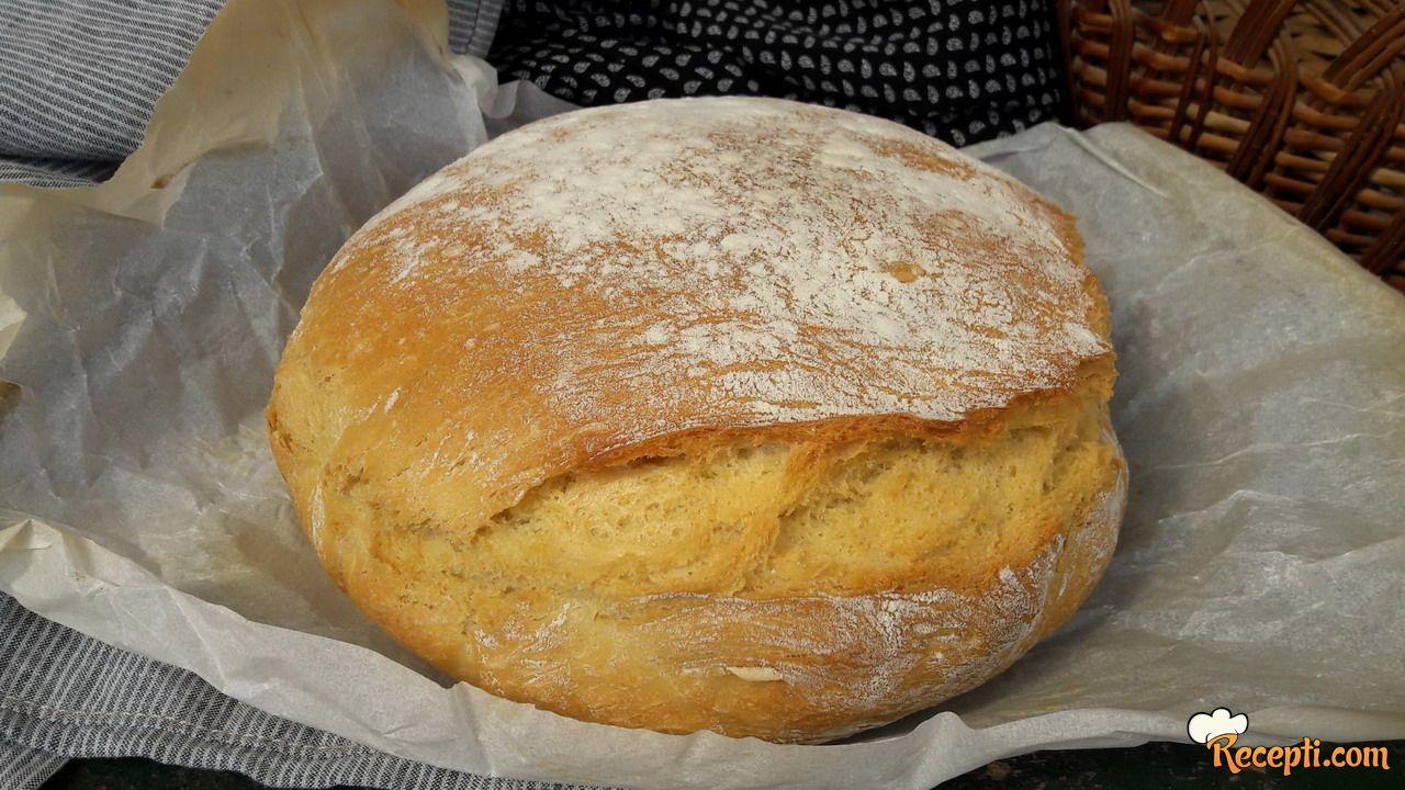 Hleb pečen u šerpi