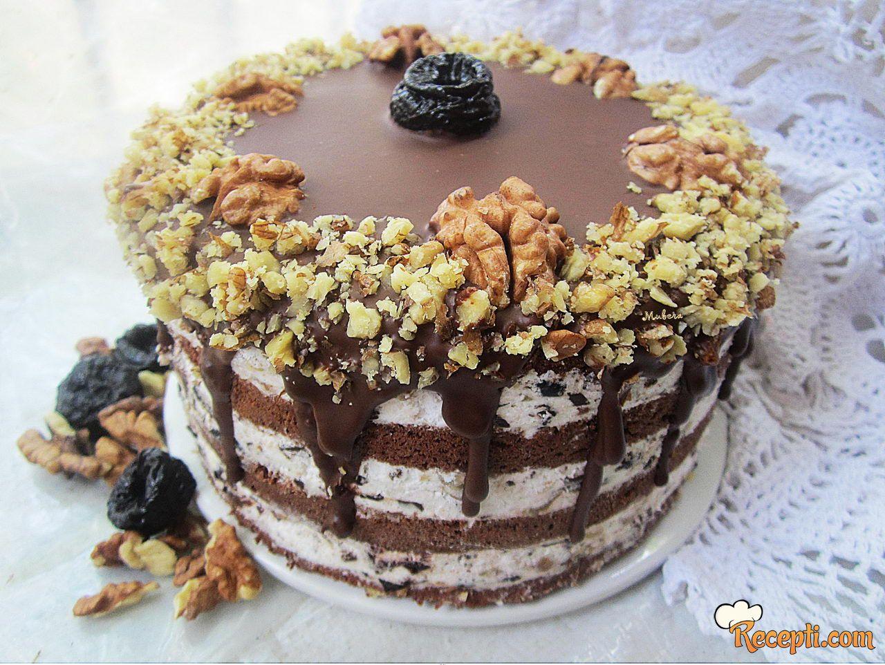 Torta sa suvim šljivama, orasima i čokoladom