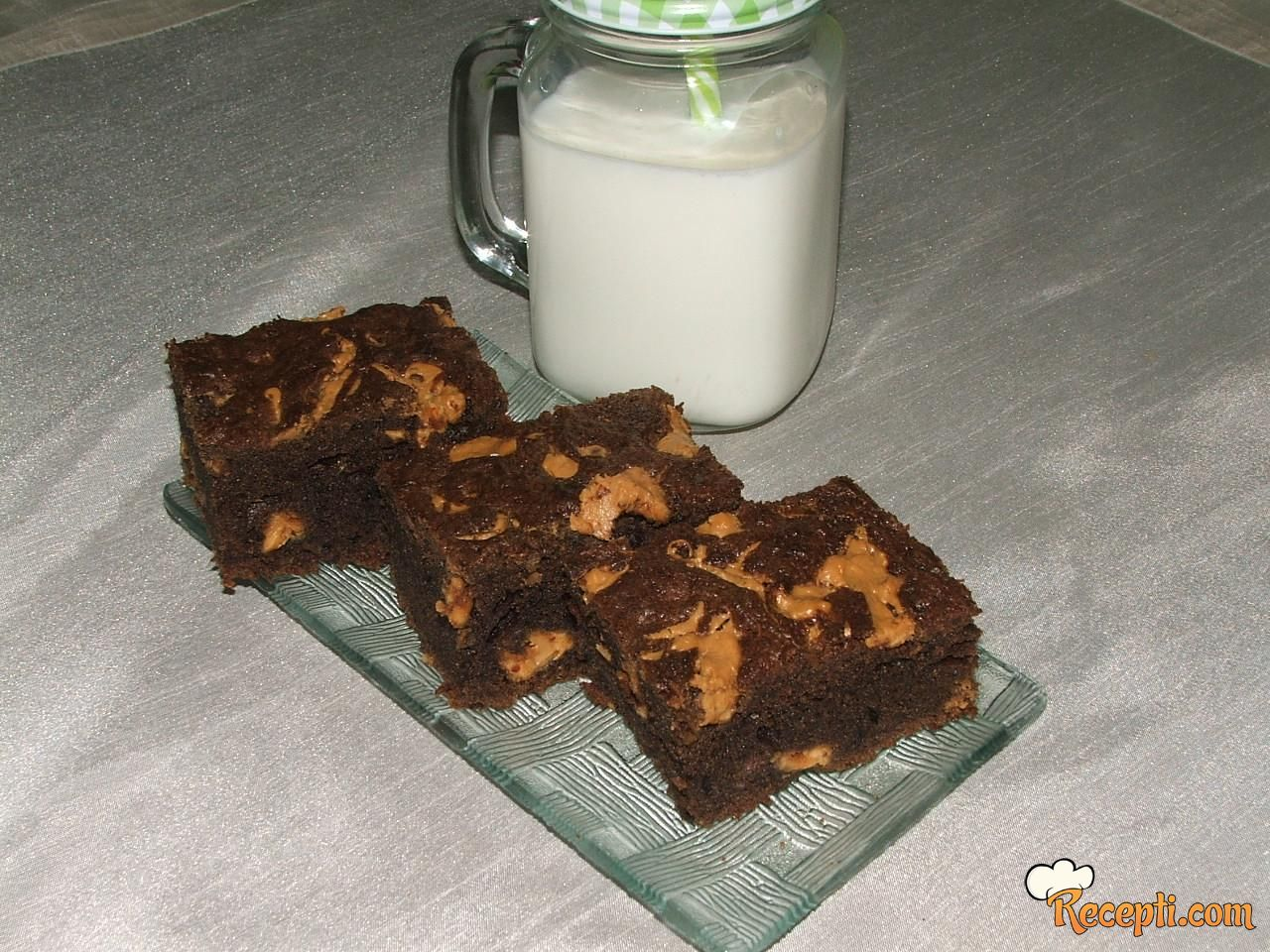 Čokoladne kocke sa kikiriki puterom