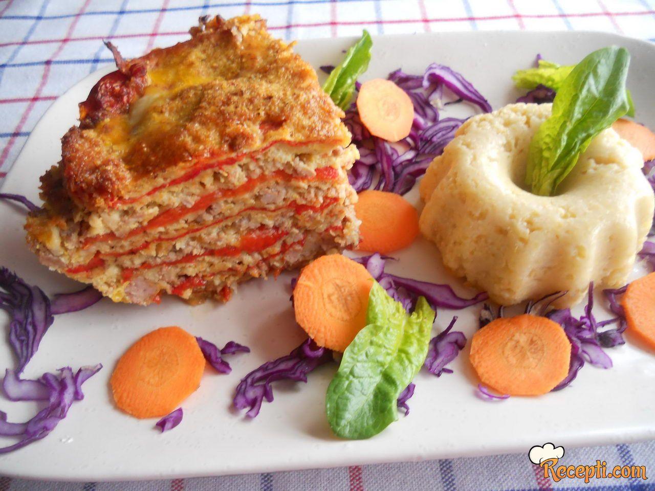 Musaka sa pečenim paprikama i prosom