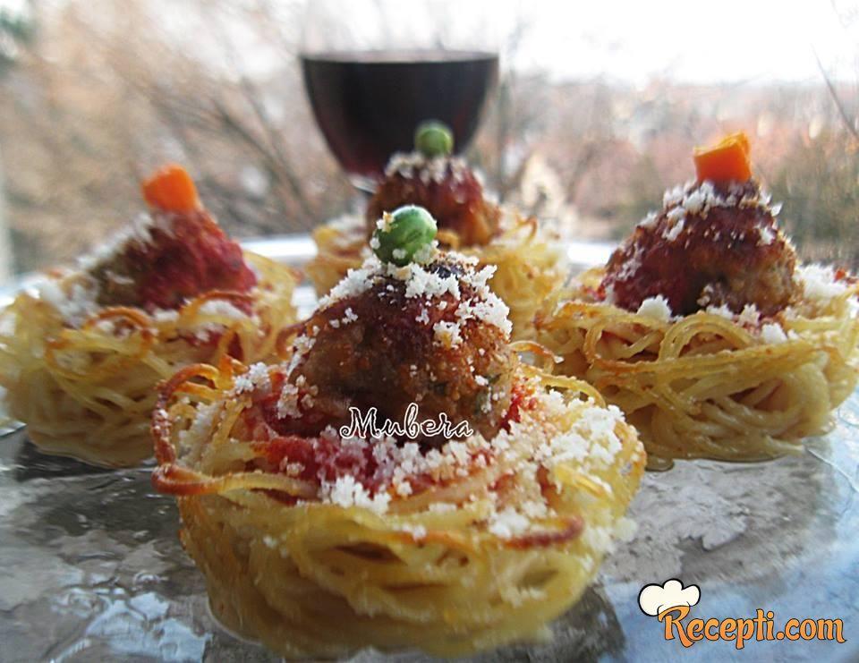 Korpice od špageta punjene čufticama