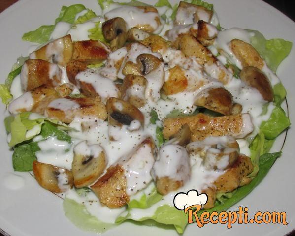 Salata sa piletinom i šampinjonima