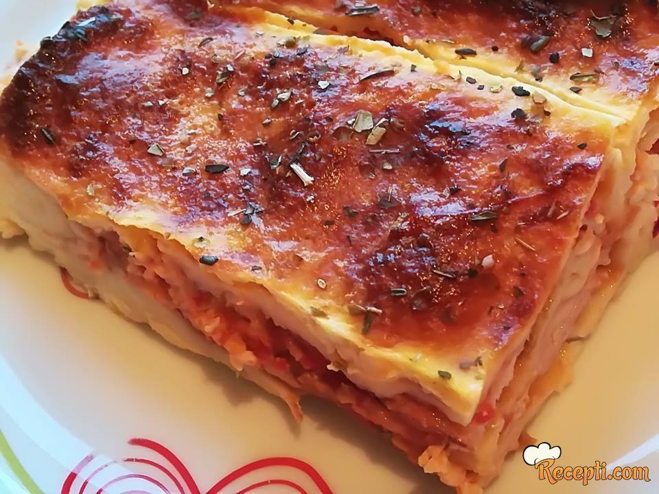 Zapečene palačinke (ajvar, sir, pečenica)