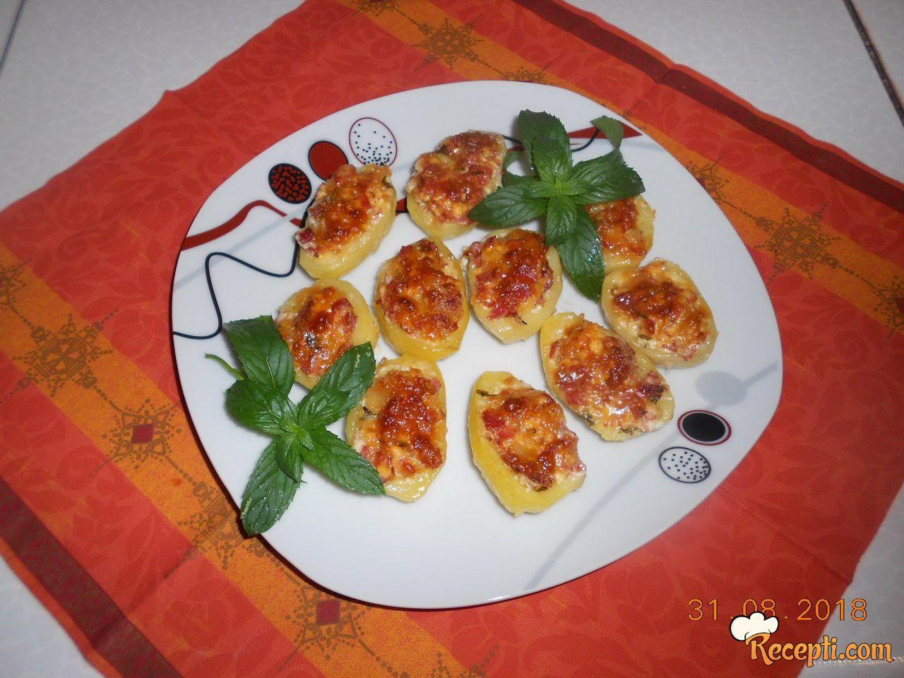 Polutke krompira sa feta sirom