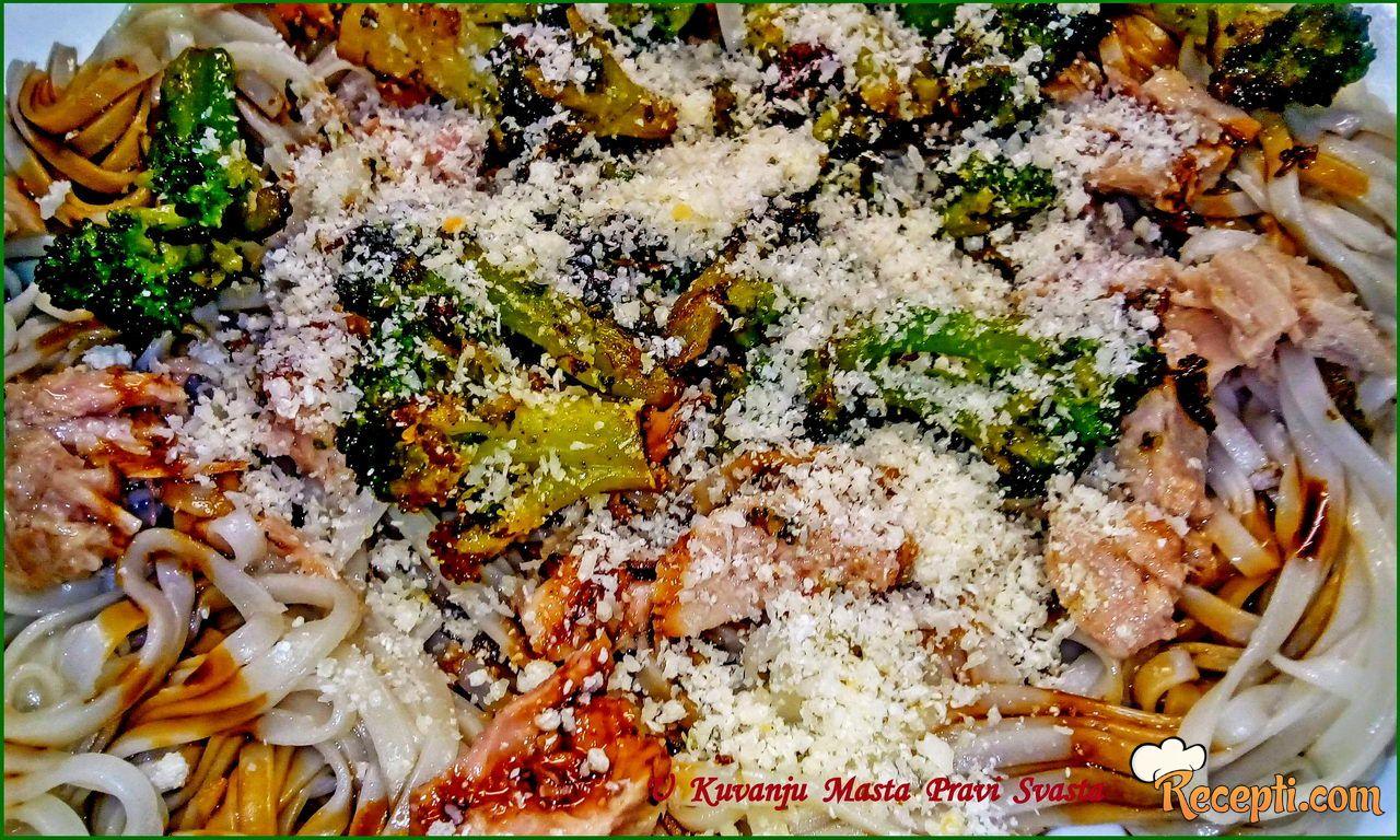 Špagete sa brokolima i tunjevinom & Spagets with broccoli and tuna