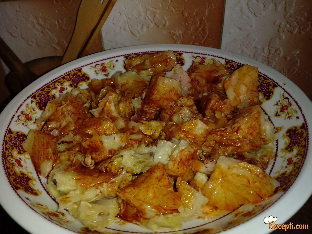 Salata od kiselog kupusa sa zaprškom