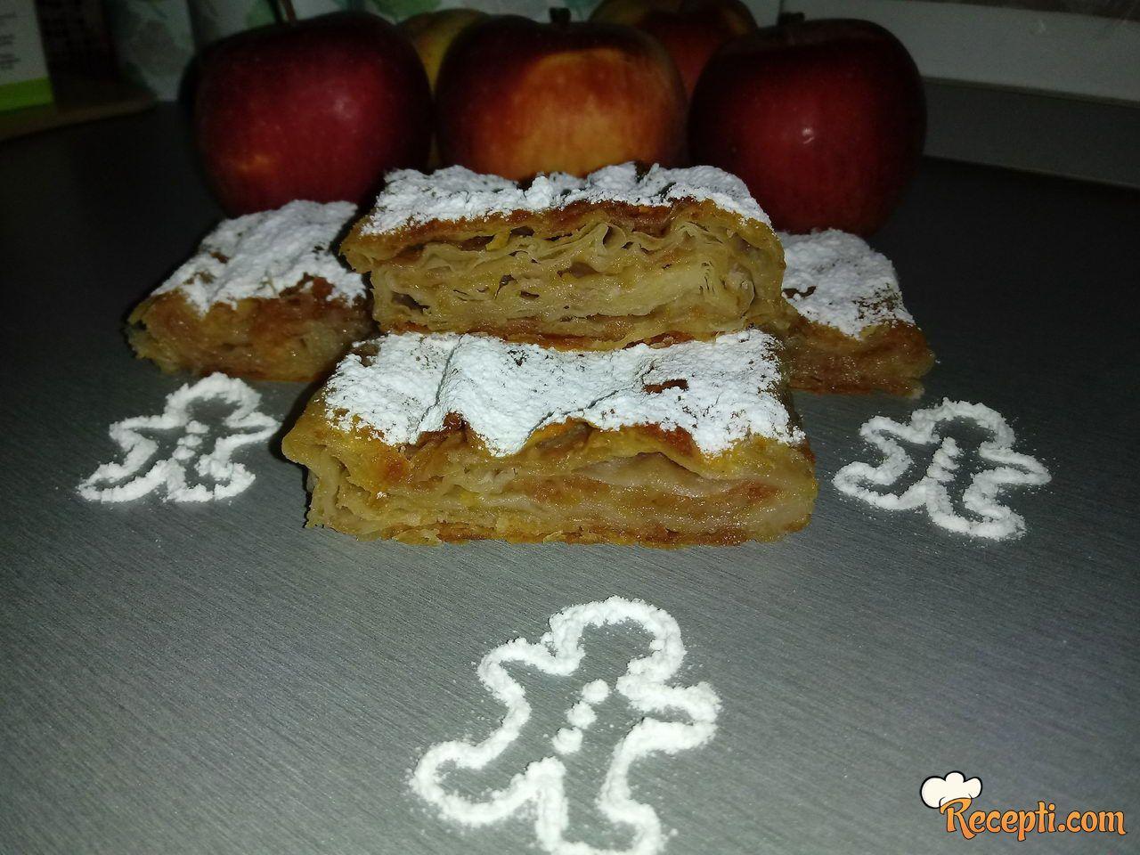 Sočna pita 3u1 (jabuke, dunje i plazma)