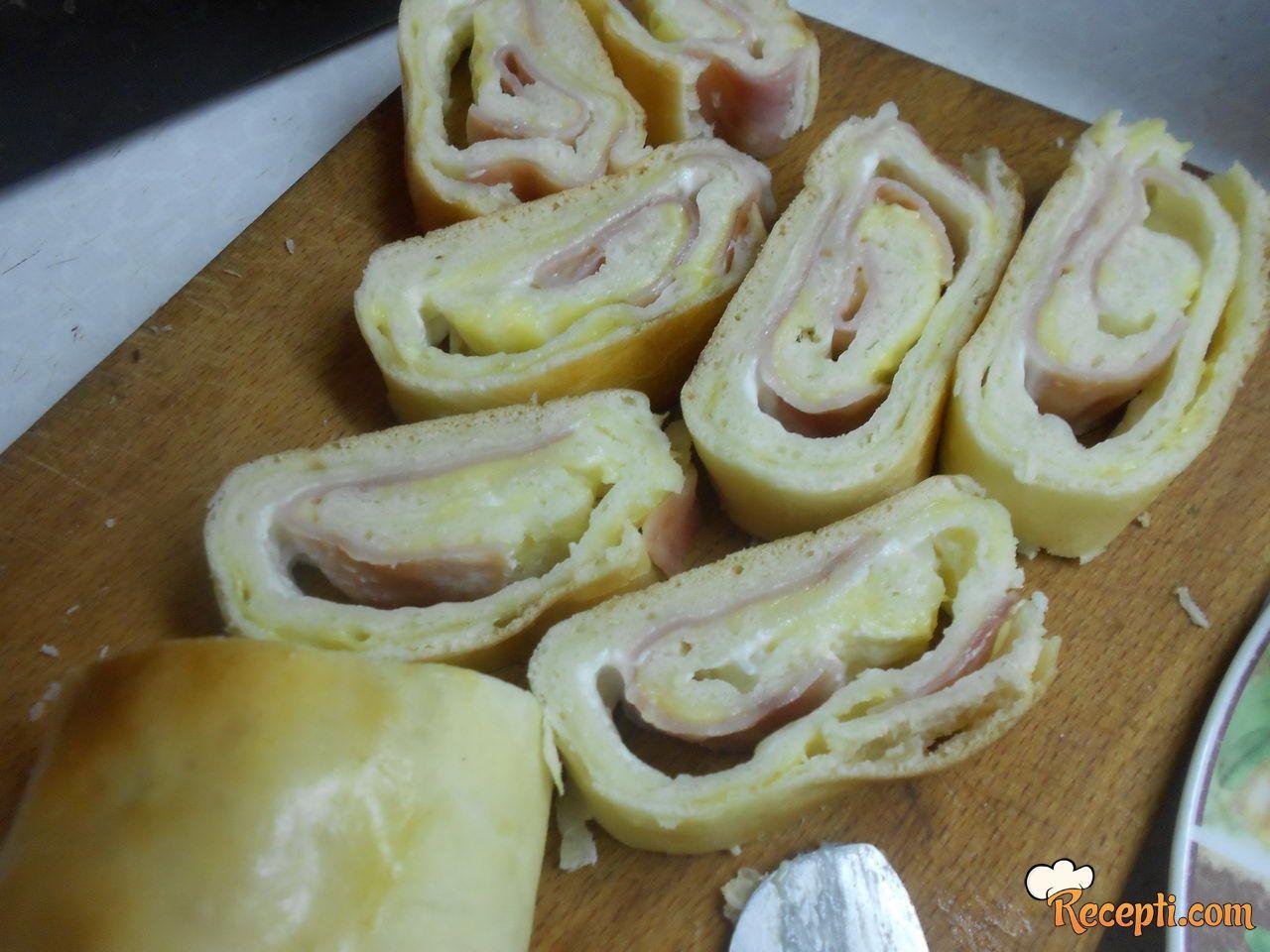 Francusko pecivo sa šunkom, majonezom i kačkavaljem
