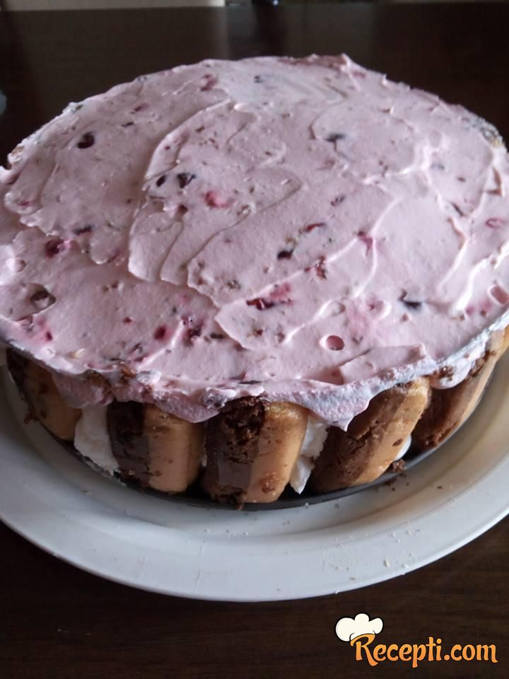 Šlag torta sa višnjama i piškotama