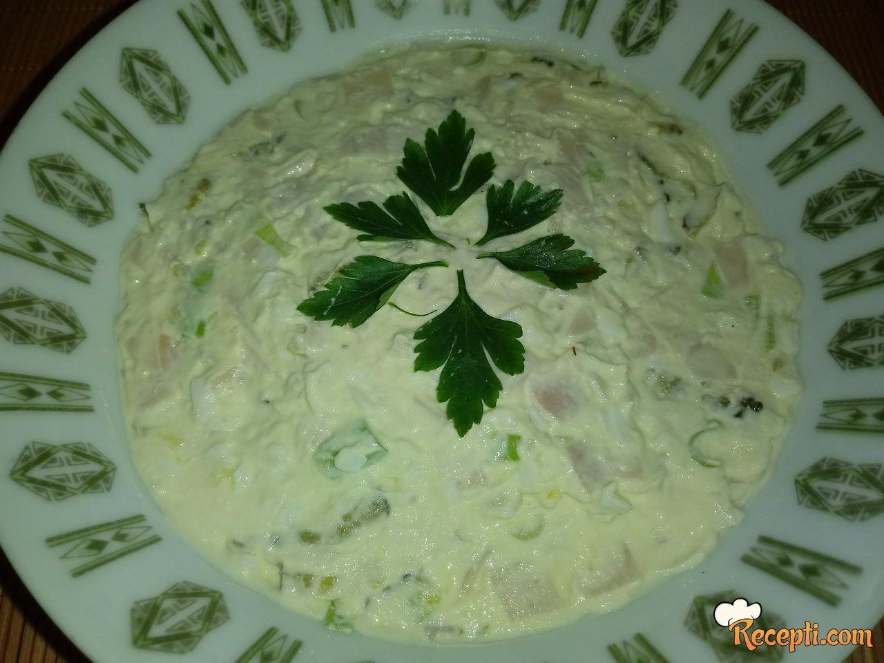 Bela salata sa mladim lukom