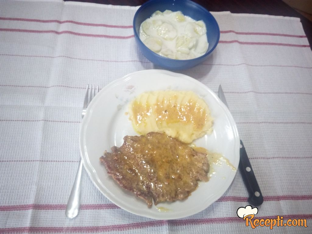 Juneće šnicle u sosu od rena
