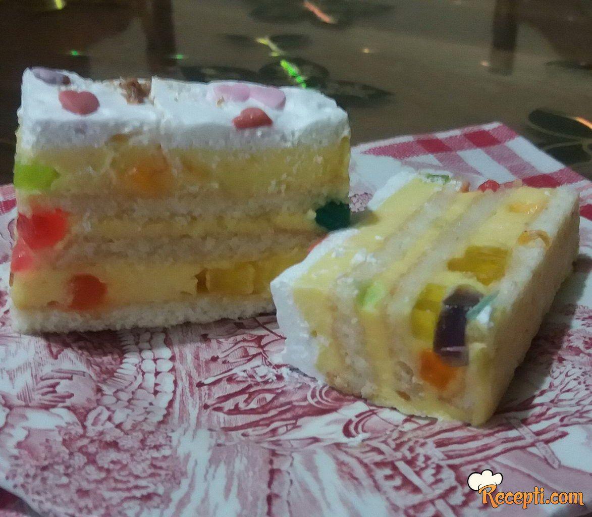 Žuta torta sa žele bombonama