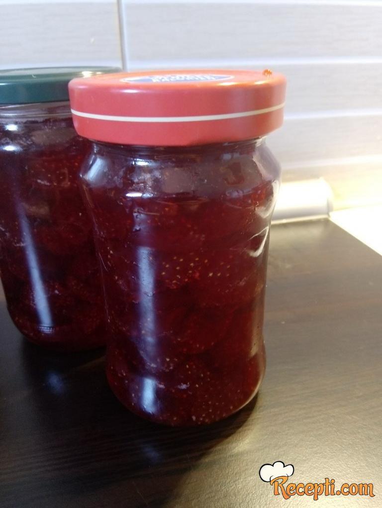 Slatko od domaćih jagoda