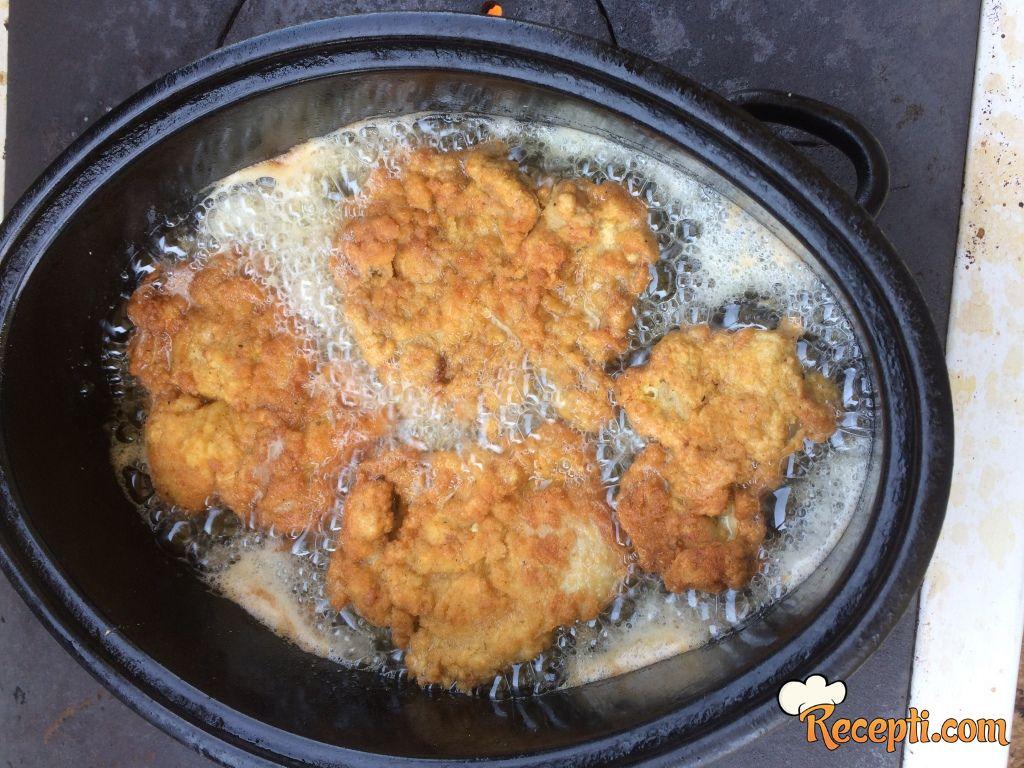 Pohovana piletina (bataci) i krompiri