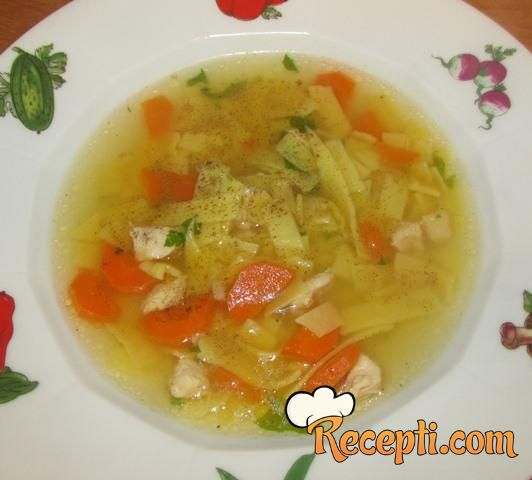 Pileća supa sa domaćim rezancima