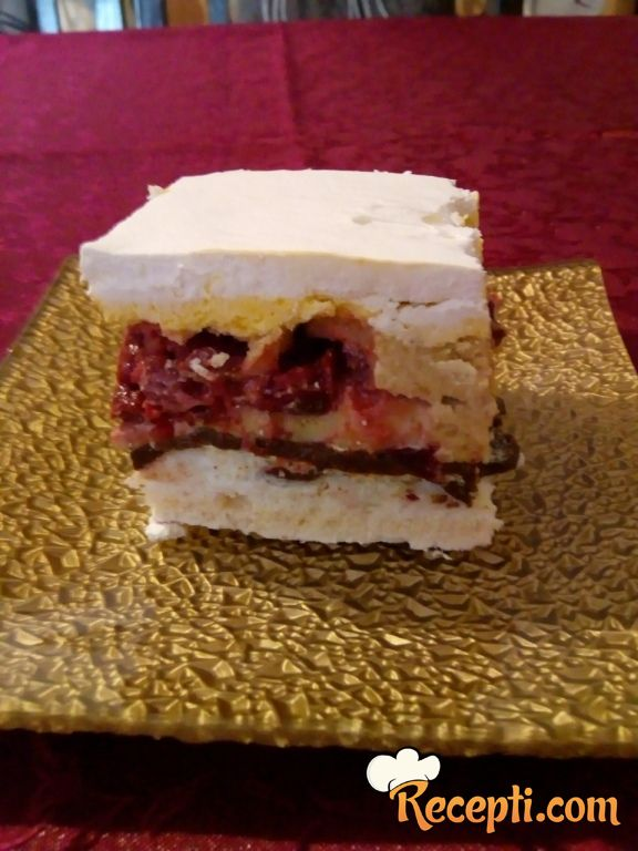 Šuškava voćna torta