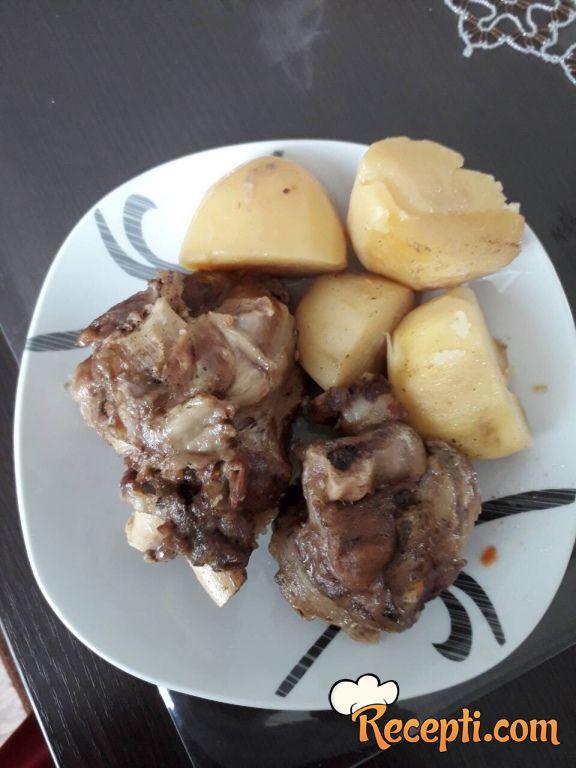 Na pari meso i krompiri