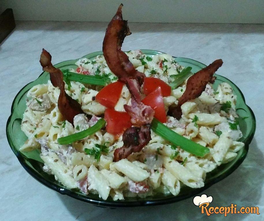 Salata sa piletinom i slaninom