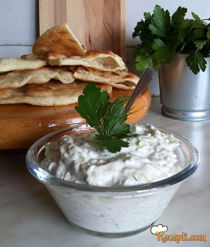 Caciki (tzatziki) salata