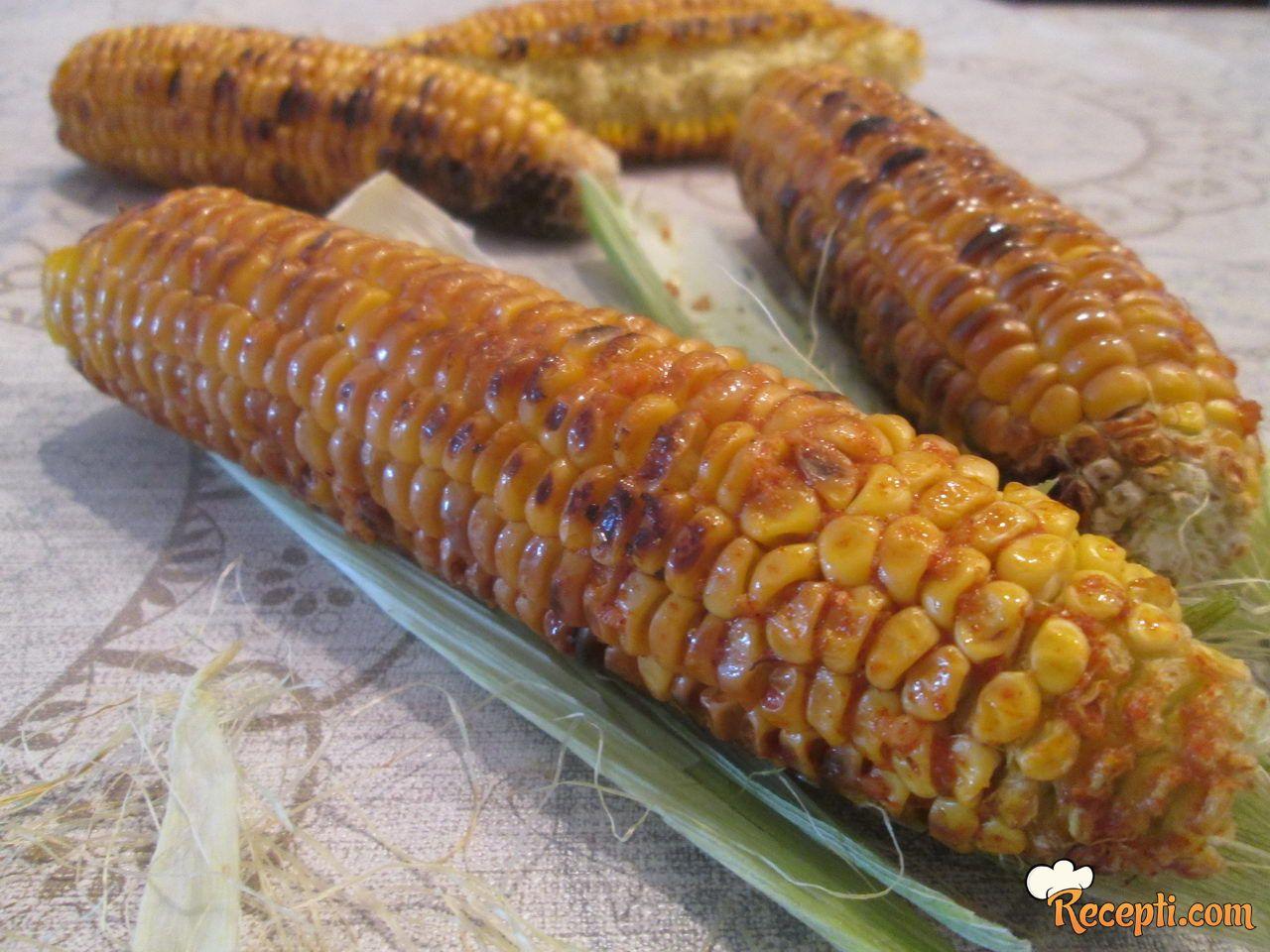 Pikantan kukuruz iz gril tiganja