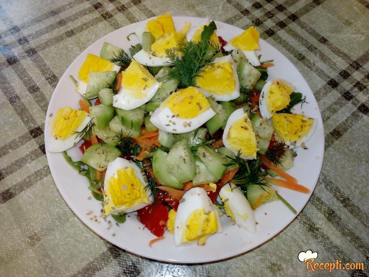 Salata sa jajima i rukolom
