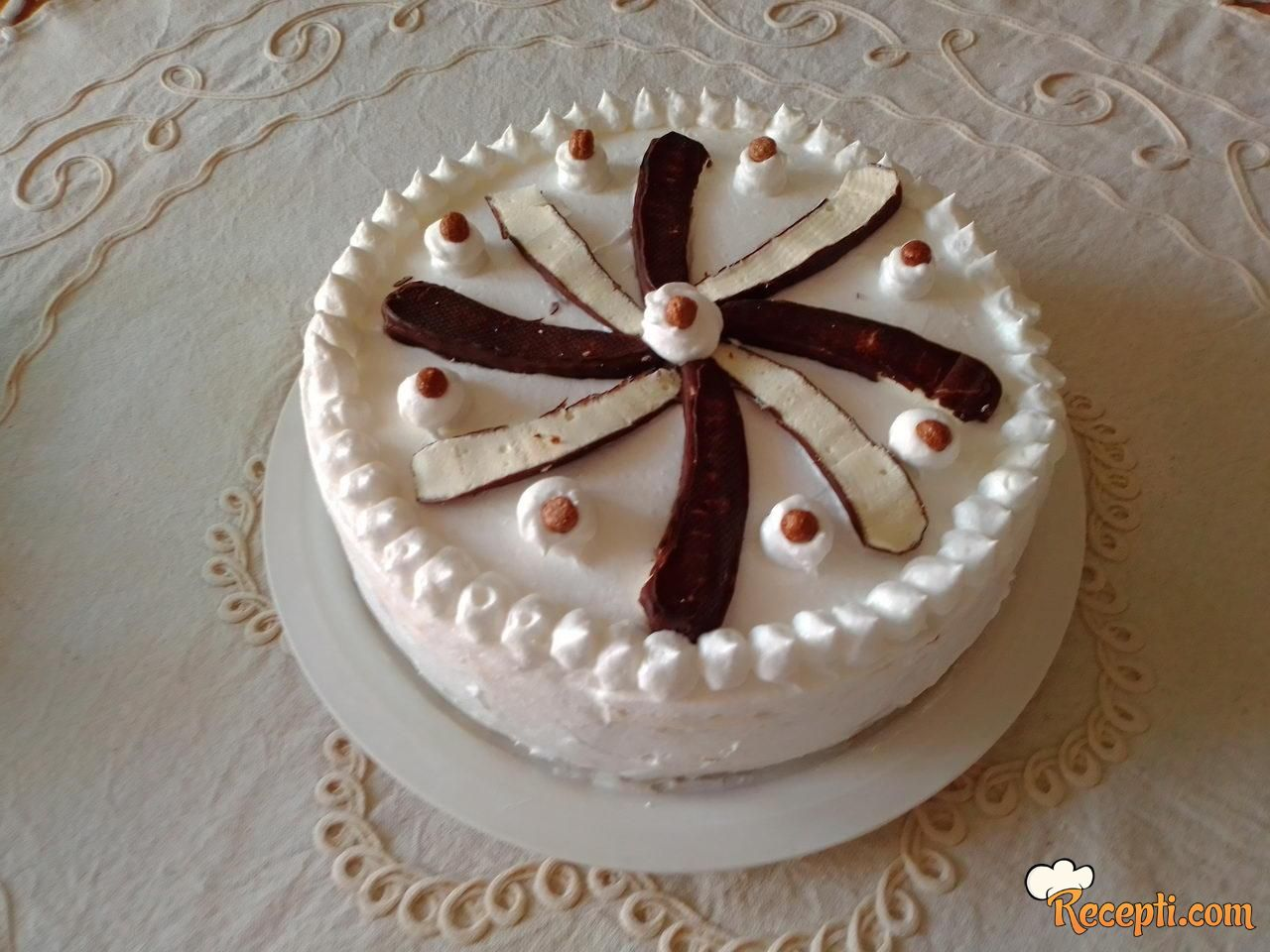 Brza torta s keksom i bananicama