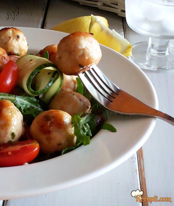 Salata sa pilećim ćufticama