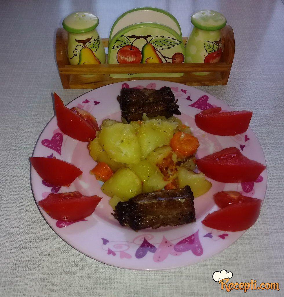 Zapečeno povrće sa suvim rebrima