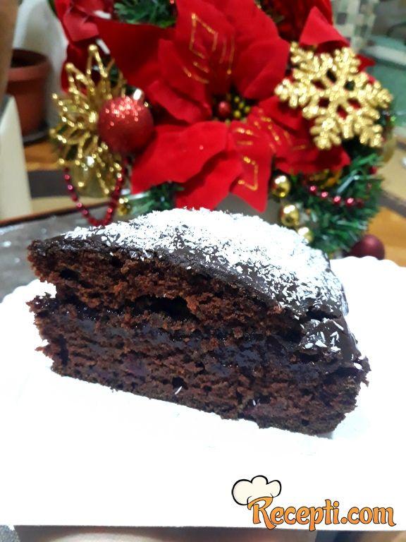 Posni, brzi čokoladni kolač sa višnjama i čokoladom