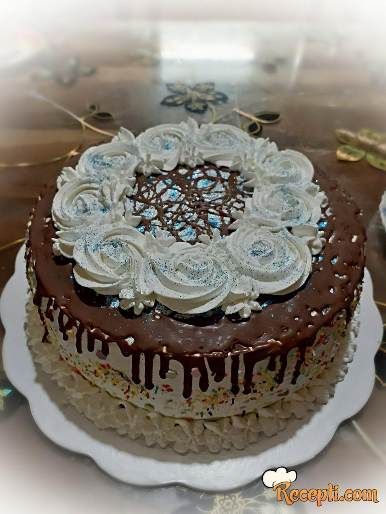 Lešnik kapućino torta